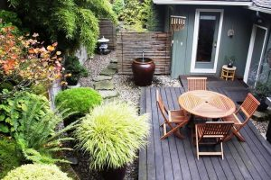 How to decorate a small garden